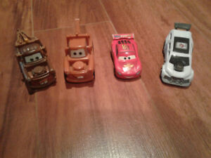 4 voitures Flash McQueen ( Les bagnoles )
