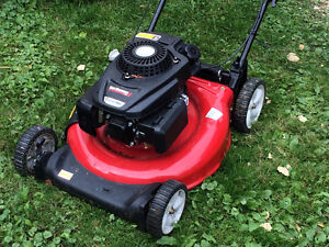 new lawnmower used 3 times $200