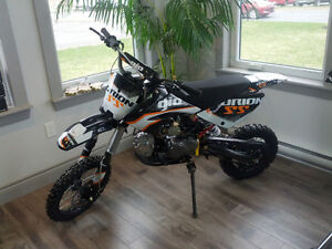 NEW! 2016 GIO 125cc DIRT BIKE SMALL WHEEL PACKAGE.