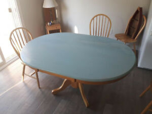 Kitchen Table - Pending Pick Up