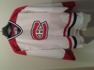 MONTREAL CANADIENS HOCKEY LICENSED OFFICIAL JERSEY