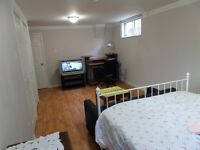 Large room for rent - Dixie Rd & Bloor St, Mississauga.