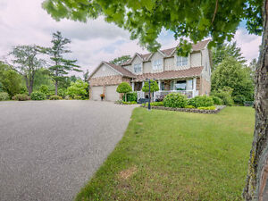 Stunning 4 bedroom, 2-storey home on a deep country lot!