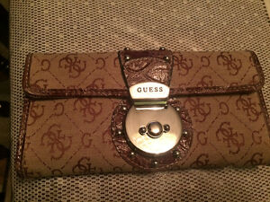 Selling 3 different GUESS brand wallets West Island Greater Montréal image 2