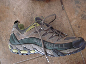 Shoes and rain boots men size 8 London Ontario image 10