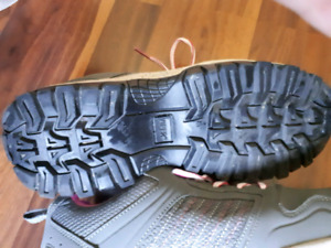 Women's viper safety shoes.