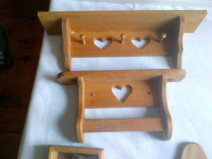 5 foot pine plate shelf and matching peices Peterborough Peterborough Area image 6