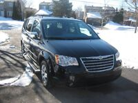 2010 Chrysler Town & Country Familiale