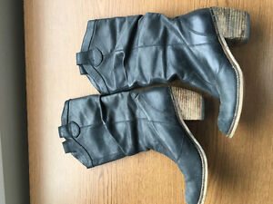 Black size 6 Aldo cowboy boot