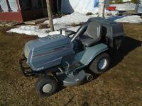 Tracteur WHITE 17.5 hp 2 cylindres 42`` de coupe avec sacs