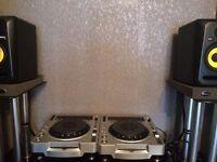 Pioneer CDJ800 MK2s & Behringer DJX700 Mixer