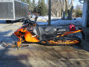 "2014 Arctic Cat M8000 Limited 162"" x 2.6"" ONLY 415 MILES"
