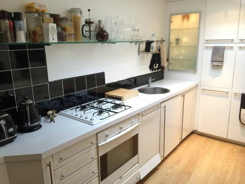 spacious 2 bed first floor massionate in Whitechapel on Mile End road