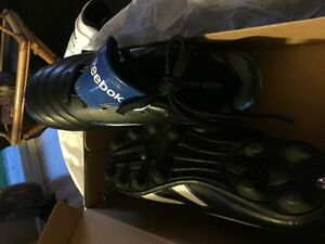 BRAND NEW REEBOK SOCCER SHOES SIZE 2