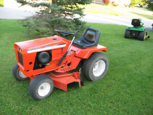 Allis Chalmers 912 Lawn tractor / Garden Tractor