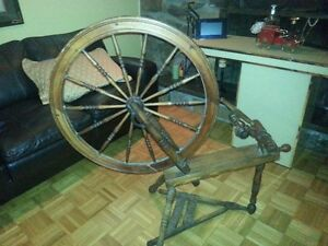 Vintage Spinning Wheel - need tlc