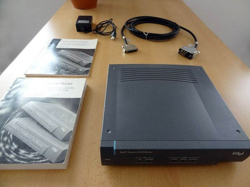 Intel Express 8210 Router + kabel V.35 DTE