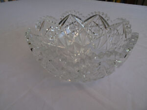 Decorative Pinwheel Crystal Bowl with Scalloped Rim