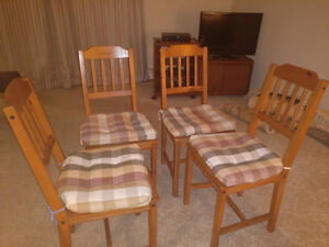 Selling 4 wooden chairs ($25)