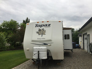 4 SEASON TRAVEL TRAILER IN EXCELLENT CONDITION