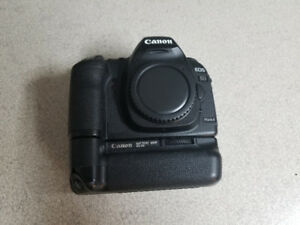 Canon 5D Mark II + 2 Batteries + Battery Grip For Sale!!!