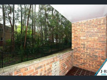 Sunny room available for rent 500m to Macquarie Uni & Train