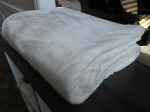 Queen  Size Kirkland Signature Plush Blanket, NEW