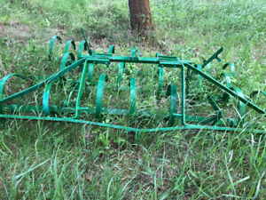Spring tooth harrow with 3 pt hitch