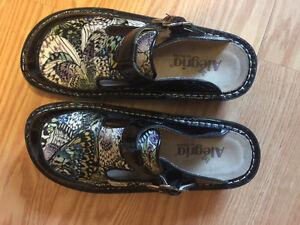 Alegria clogs brand new never worn