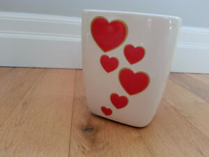 Very cute ceramic vase/planter, excellent cond.