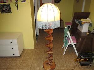 lampe artisanale en bois franc