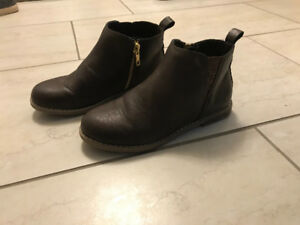 Girls size 1 brown ankle boot GAP