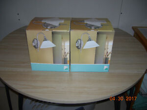 2 WALL MOUNT LIGHTS.....(Wall Sconces)