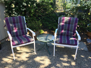 White patio set with 4 chairs