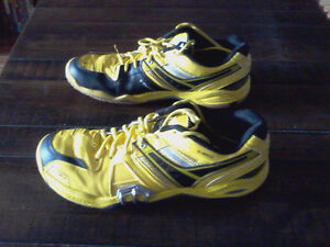 chaussures badminton homme Victor 10US