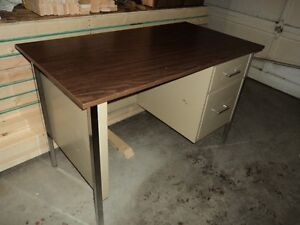 Desk metal/wood top