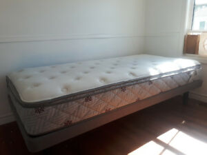 Sleep Country Twin XL Bed+/base