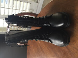 Girls boots, never worn size 3