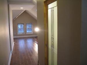 Beautiful 5 Bedroom in Old North UWO/FANSHAWE London Ontario image 2