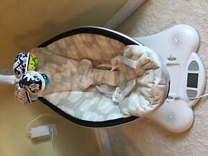 Mamaroo with infant insert