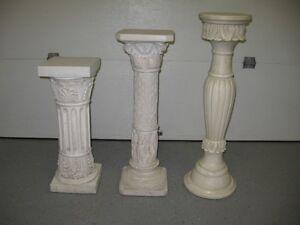 Trois colonnes décoratives pour plante où autre