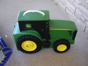JOHN DEERE TRACTOR CARRYING CASE&FLASHLIGHT/TOYS