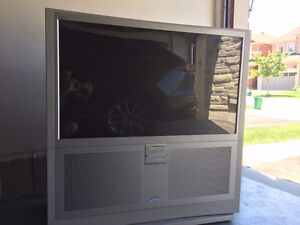 Move-Out Sale - 40$/OBO - 48-inch Widescreen Projection TV