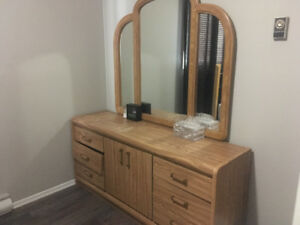 Dresser with mirror for sale!