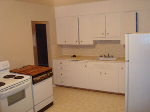 2 BEDROOM UPPER IN GLENBROOK SW