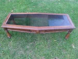 Solid wood and glass coffee table. Sturdy. Kitchener / Waterloo Kitchener Area image 2