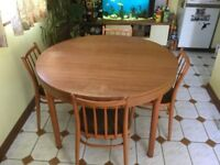SCHREIBER Expanding dining room table and 4 chairs