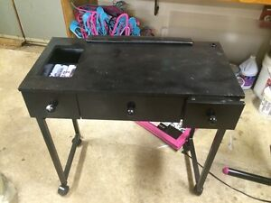 Manicure table free