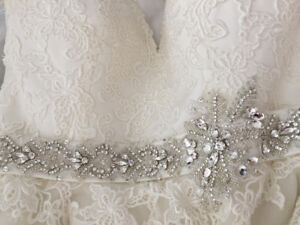Wedding dress adjustable in the back size 6-8 with veil included
