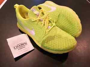 MEN'S NIKE ROSHE FLYKNIT NM - VOLT/ELECTRIC GREEN - SIZE 11US